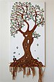 """""""עץ החיים"""" - פיסול מפסולת חבלים וניירות. גזע המורכב מזוגיות המפיצה אהבה וצמיחה משורשי האדמה.jpg"""