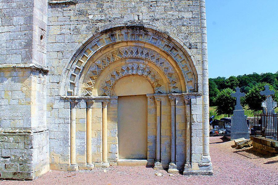 Portail aveugle du transept sud de l'église Notre-Dame d'Audrieu (Calvados)