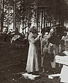 А.А.Кукарников совершает богослужение на фронте (фото из архива С.И.Кукарникова).jpg