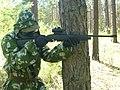 Гравець з пневматичною гвинтівкою Crosman-1077.JPG