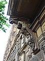Грифоны фасада дома на Пушкинской улице Петербурга.jpg