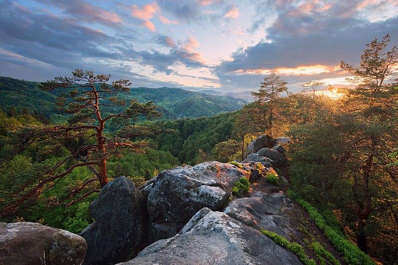 File:Захід сонця на вершині скелі Соколине око.jpg