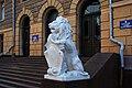 Лев біля входу в чернівецький палац юстиції DSC 9405.JPG