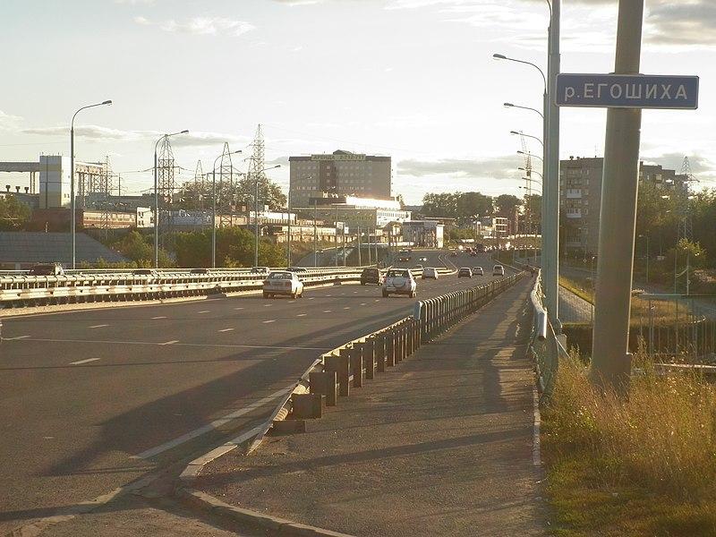 File:Мост через реку Егошиху (Старцева - Чкалова) -август, 2011 - panoramio.jpg