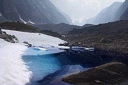 Озера под ледником Аазаровой.jpg