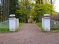 Павловск. Ворота с вазами.jpg