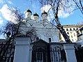 Церковь Знамения за Петровскими воротами, вид из-за ворот.jpg