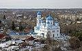 Церковь Михаила Архангела на фоне городских построек.jpg