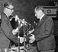 יוסף בנטואיץ'מקבל פרס ישראל 1962 צלם יהודה איזנשטרק גנזך המדינה (יצירה נגזרת).jpg