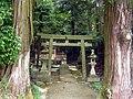 吉野町峰寺 八王子神社の鳥居 Hachiōji-jinja, Minedera 2011.6.06 - panoramio.jpg