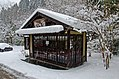 雪の小屋 (39348801664).jpg