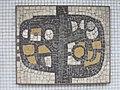 1100 Arnold Holm-Gasse 2 Stg. 37 PAHO - Mosaik-Hauszeichen von Johannes Wanke IMG 7874.jpg