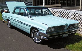 1961 Pontiac Star Chief Vista HT front.jpg