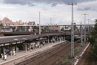 Ostkreuz - Platform F (above) and platform E (Erkner line), 1991