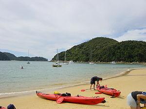 Marahau - Kayaks on Mārahau Beach