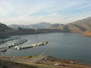 Lake Kaweah - Image: 2006 12 29 Terminus Dam (3)