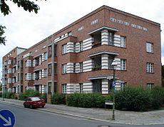 20080715 14995 DSC01769 Siedlung Schillerpark Bristolstraße 5 bis 1 ShiftN.jpg