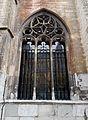 2016-Maastricht, St-Servaasbasiliek, Pandhof, noordelijke kloostergang, raam 7.jpg