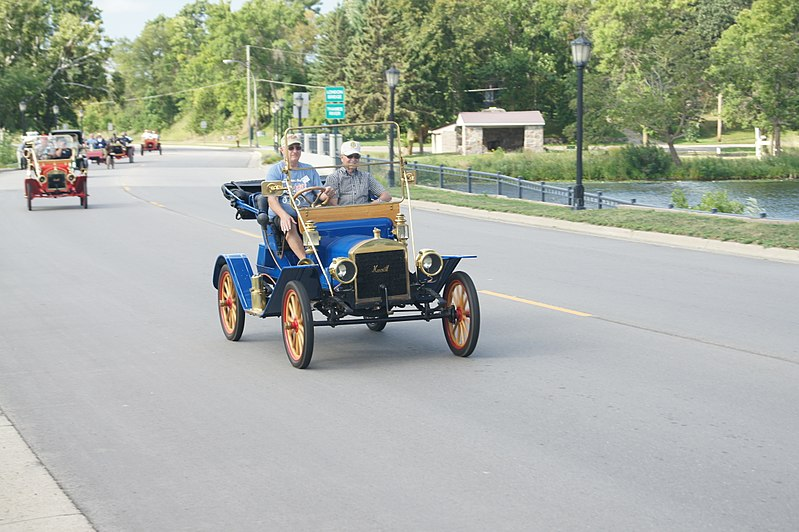 File:26th Annual New London to New Brighton Antique Car Run (7749708110).jpg