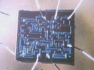 Die (integrated circuit) - Image: 555 type Oscilator Integrated Circuit