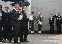 Lech Kaczyński i Szymon Peres na Umschlagplatz