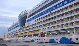 AIDAluna HamburgKreuzfahrtterminal20090813 Seitenansicht.jpg