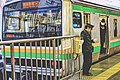 A Train driver Counting down at a Platform on Shōnan-Shinjuku Line.jpg