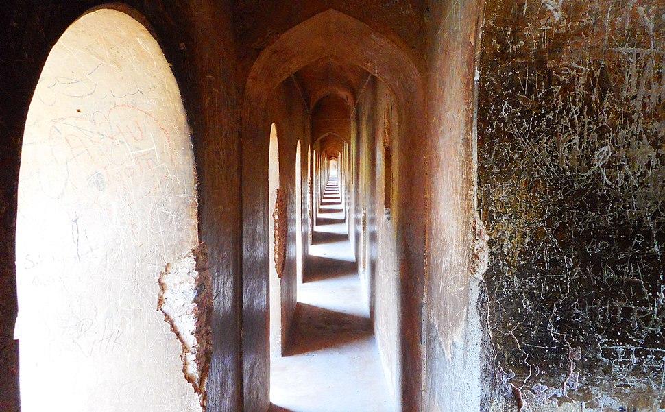 A passageway in %27Bhhol Bhulaiyaa%27 (Inside Bada Imambada in Lucknow, India)