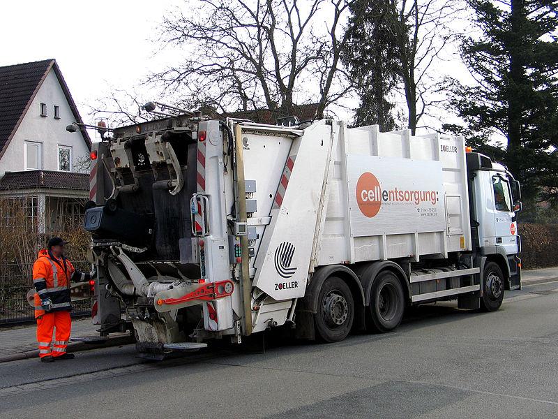 File:Abfuhrwagen Mülltonne Wittinger Straße, Celle, cellentsorgung zweckverband abfallwirtschaft müllabfuhr und verwertung cellex.de Zoeller.jpg