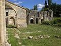 Abtei St Maurice de Blasimon Kreuzgang.jpg
