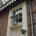 Achtergevel, lantaarn boven de achterdeur en bel met dakje - Glimmen - 20380272 - RCE.jpg