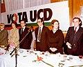 Adolfo Suárez participa en una reunión con los comités locales y provincial de UCD de Pontevedra en la campaña electoral. Pool Moncloa. 11 de febrero de 1979.jpeg
