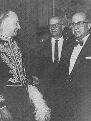 Adonias Filho (a esq.) toma posse na Academia Brasileira de Letras, 1965