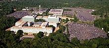 Luchtfoto van het hoofdkantoor van de Central Intelligence Agency, Langley, Virginia - Gecorrigeerd en bijgesneden.jpg