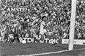 Ajax tegen Feyenoord 1-2 Van Basten heeft doelman Hiele (l) gepasseerd, 13 Van , Bestanddeelnr 933-4478.jpg