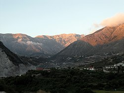 Albanien, Straße SH8 Sarande-Vlore 8.jpg