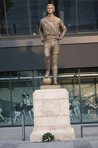 Groupama Arena - The statue of Ballon d'Or-winner Flórián Albert in front of the main entrance