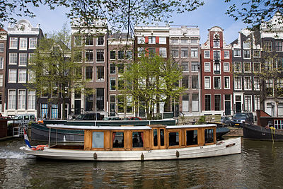 Idyllic canals and houses with hoists