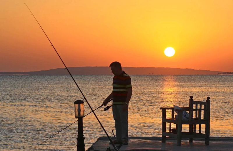 File:Angeln am Roten Meer in Hurgada EgWI.webp