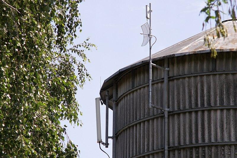 File:Antennen Mobilfunk Wlan5GHz Richtfunk.JPG