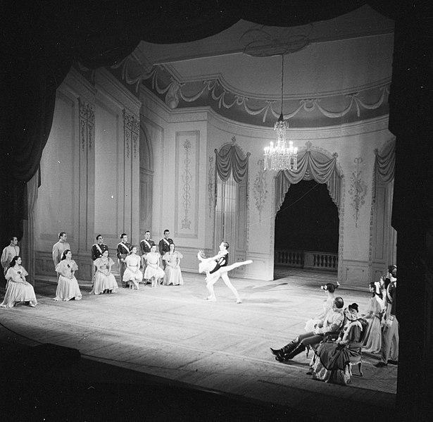 File:Balletuitvoering van het koninklijk Deens ballet in het koninklijk Deens theater, Bestanddeelnr 252-9224.jpg
