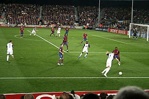 Alan Hutton - Hutton in possession at Camp Nou as Rangers visit Barcelona, 2007