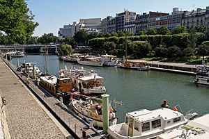 Bassin de l'Arsenal July 2012 N06.jpg