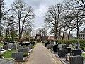 Begraafplaats bij de Johannes de Doperkerk.jpg