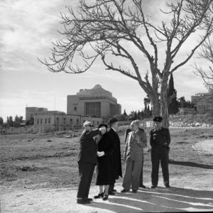 Heichal Shlomo - Mordechai Ish Shalom and Yitzhak Ben-Zvi standing in front of the recently constructed Heichal Shlomo. 1959