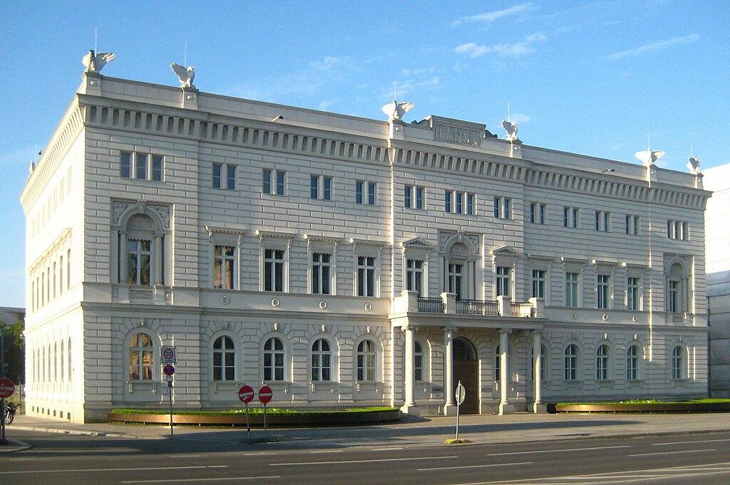 Das Kommandantenhaus. Bild: wikimedia.org/CC BY-SA 3.0/Beek100