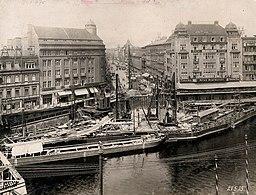 Weidendammer Brücke, Galerie Bassenge [Public domain], via Wikimedia Commons