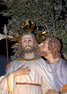 A red-haired Judas betrays Jesus with a kiss in a Spanish paso figure.
