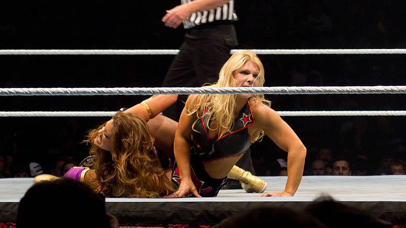 File:Beth Phoenix vs Eve Torres (6346056762).jpg
