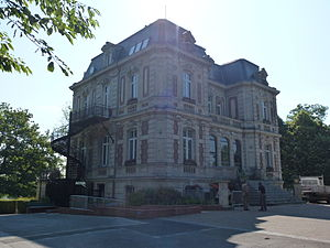 Beuvrages (Nord, Fr) mairie.JPG
